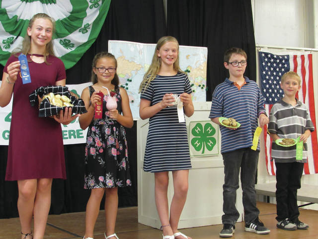 Sam Wildow | AIM Media Midwest From left to right, the winners in the Junior 4-H Food and Nutrition Revue included Megan Robinson of Troy and the Leprechauns 4-H Club in first place; Audrey Huelskamp of Vandalia and the Leprechauns 4-H Club in second place; Hannah Robinson of Troy and the Leprechauns 4-H Club in third place; Drake Burkett of Tipp City and the Button Buddies 4-H Club in fourth place; and James Burkett of Tipp City and the Button Buddies 4-H Club in fifth place.