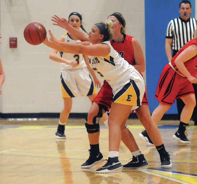Edison State's Emily Powell reaches for a pass against Rio Grande Wednesday.