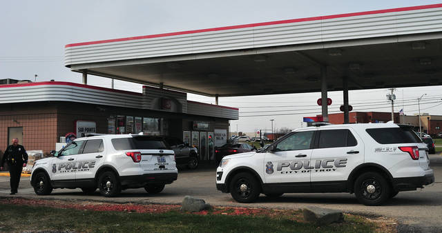 Mike Ullery | Troy Daily News Troy police investigate a reported stolen vehicle from Speedway on West Main Street in Troy on Saturday. Officers said that a patron at Speedway left their vehicle running and unattended when an unknown subject jumped in and sped out of the lot. Police have no description of the driver. Troy Police, once again, urge motorists to turn off the ignition and remove the keys when walking away from their vehicles.