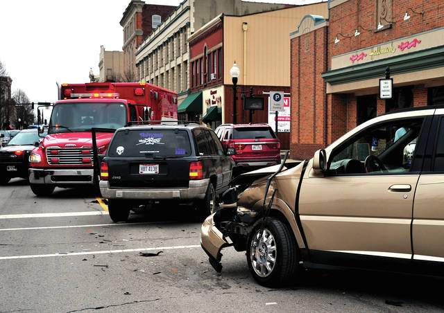 Downtown crash results in heavy damage - Piqua Daily Call