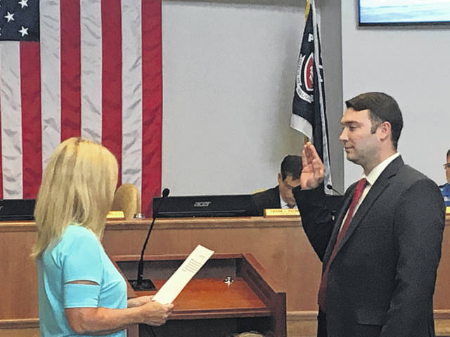 Sam Wildow | Miami Valley Today Chris Grissom (right) taking an oath of office for the 4th ward commissioner seat, administered by Mayor Kazy Hinds (left), for the Piqua City Commission.