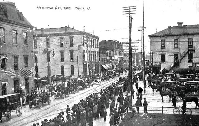 Crowds line the streets during the Memorial Day parade in downtown Piqua in 1905