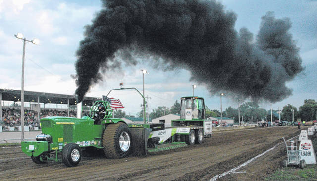 Jerry Martin pulls his unnamed tractor 319.2 feet.