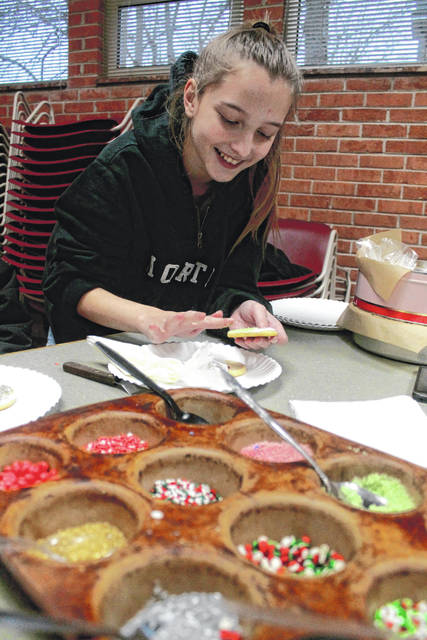Anna Bolton | Greene County News Hailey Roe, 13, frosts Christmas cookies Dec. 14 at Yellow Springs Community Library. Her mom, Victoria Roe of Three Leee Cupcakery in Yellow Springs, baked the cookies for the program.