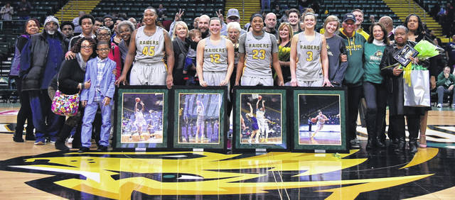Photo courtesy of WSU WSU beat Youngstown State to improve to 22-6 and 14-2 in the Horizon League. The Raiders also recognized the team's seniors.