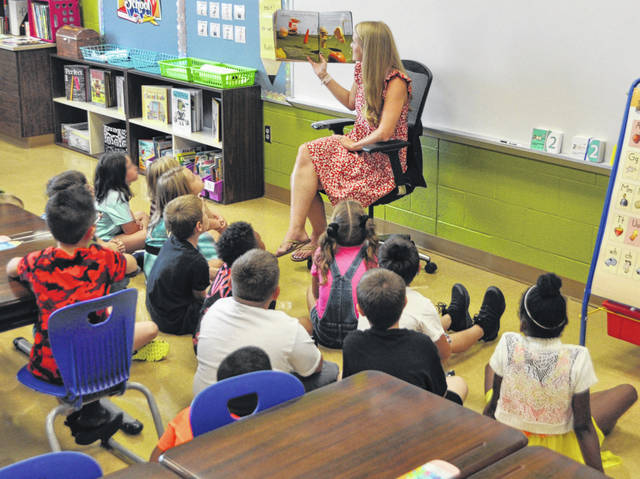 Scott Halasz | Greene County News Cox Elementary School teacher Candice Dixon reads a book to her class during the first day of school Monday.