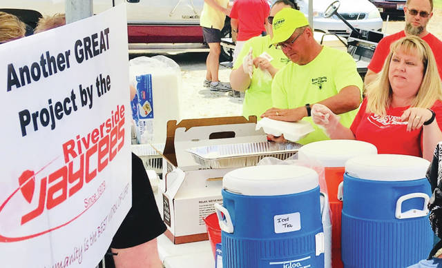 Ron Brohm | For Greene County News Mike and Julie Denning (front and center) serving hot meals to tornado victims.