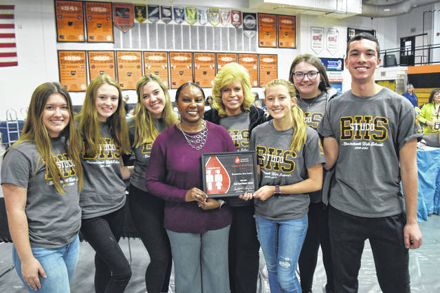 """<p class=""""p1"""">Beavercreek High Student Council volunteers holding the school's Red Cord Award."""