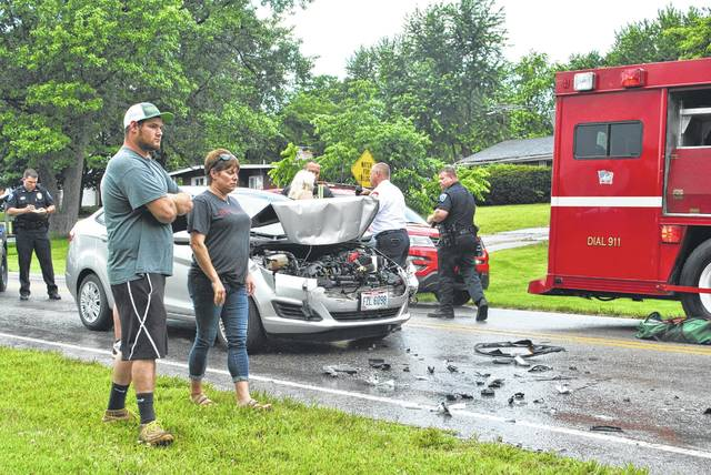 An afternoon wreck at the eastern edge of Hillsboro on Chillicothe Avenue snarled traffic for nearly an hour around 4:30 p.m. Monday. An officer with the Hillsboro Police Department told The Times-Gazette on scene that a gray Ford Fiesta driven by a female with one male passenger was headed eastbound on Chillicothe Avenue when it struck the rear end of a blue Chevrolet S-10 driven by an older man. All three people were transported to the hospital with non-life-threatening injuries, the officer said. According to the officer, the driver of the Ford will be charged with an assured clear distance violation. No further information was available at press time.