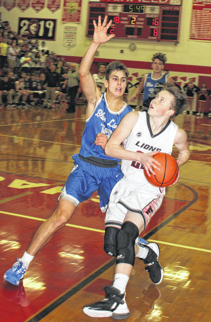 Lions' Cannon going up for a layup against Washington Courthouse defender Mitch Lotz