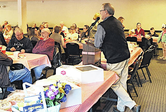 Hillsboro Rotarian Rick Williams oversees the auction Thursday at the 16th annual Chili Supper and Dessert Auction held at the Ponderosa Banquet Center.