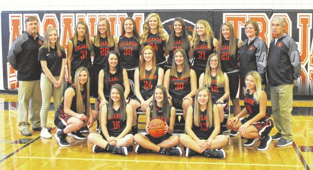 The 2018-19 Arcanum girls basketball team.