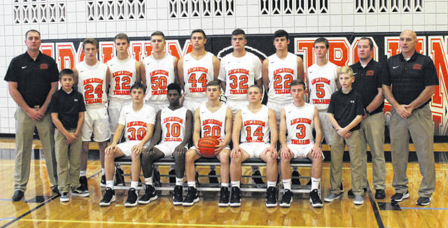 The 2018-19 Arcanum boys basketball team.