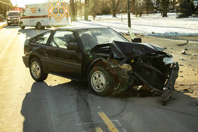 Wednesday morning accident closes State Route 571 - Daily Advocate