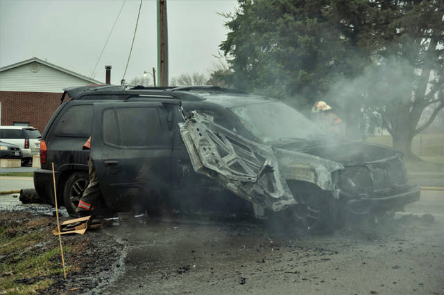 Vehicle fire shuts down State Route 721 - Daily Advocate