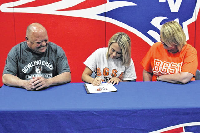 Grace Engle signs to cheer at Bowling Green University. Roger Engle (father), Engle and Leslie Engle (mother).