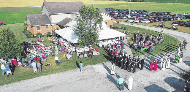 An estimated 400-plus attended the recent Rural-Urban Mass held at the farm of the Doug Schmitmeyer family, north of Versailles.
