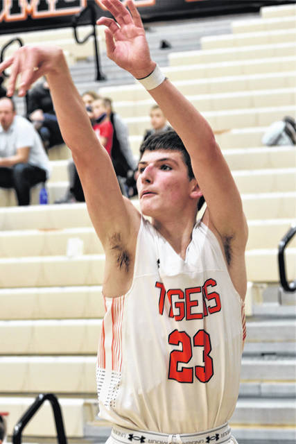 Jaydon Litten nails a 3-pointer in Versailles win over the FM Jets.