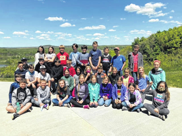 DeColores Montessori students (Grades 4 through 6) visited the Old Man's Cave State Park, one of the seven major hiking trails within Hocking Hills State Park.