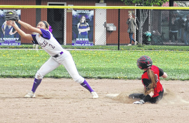 <strong>Kayla Eskew steals second in the top of the 6<sup>th</sup> inning as Butler shortstop Lyndsay Achs stretches to take the throw.</strong>