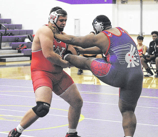 <strong>Wayne&#8217;s Jacob Padilla pinned Piqua heavyweight Lance Reaves-Hicks in 1:45.</strong>