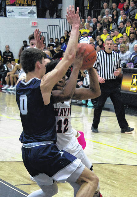 <strong>Ronnie Hampton tries to muscle his way past Fairmont guard Ryan Hall.</strong>