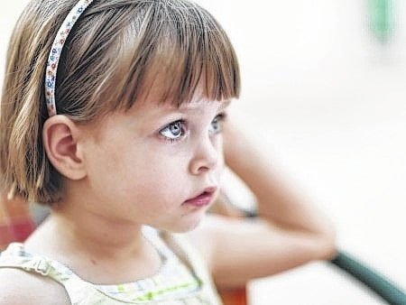 Respond to your child in an appropriate manner. Many parents quickly react to their child instead of thinking things through. The goal is to make sure your response is neither overblown nor too casual.