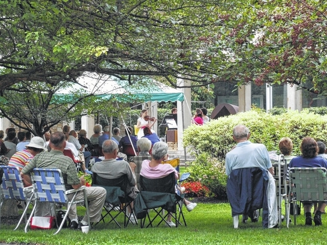 Once again, the Springfield Museum of Art is opening its front lawn on a few summer Fridays for relaxing and musical lunches.