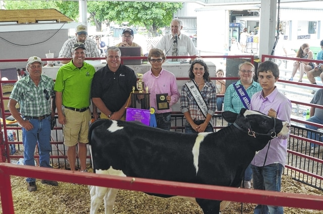 Jesse Bailey's Champion Dairy Feeder sold for $1,000 to a syndicate of buyers.