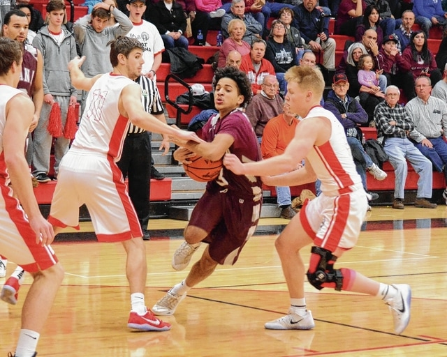 Urbana's Jace Underwood (center) bounces through the defense on Friday at Bellefontaine High School. Underwood was fantastic, leading the Hillclimbers with 24 points.