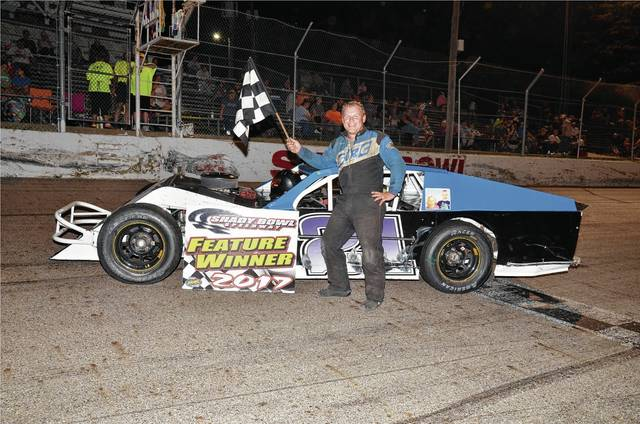 Rodd Klingelhofer of Quincy won his first modified feature of the year.