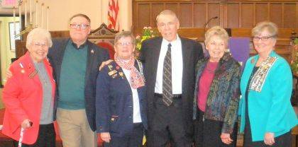 From left are Urbana Historian Janet Ebert, Mayor Bill Bean, Urbana Regent Pat Detwiler, Judge Roger Wilson, Linnae Wilson and OSDAR state Vice Regent Kathy Dixon.