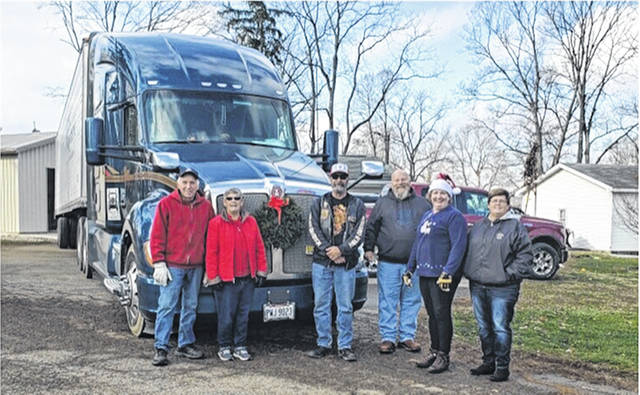 Urbana DAR welcomes a wreath delivery on December 5. The driver, from Ohio Mast Trucking company, is a retired Army veteran.