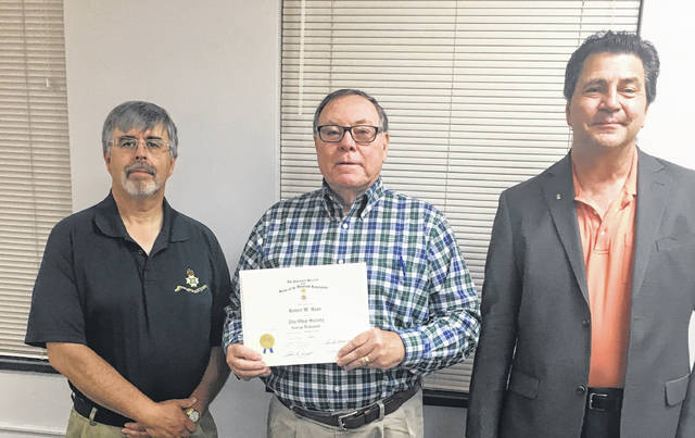 Pictured left to right: Robert Nuzum, SAR Sponsor; Mayor Bill Bean; Tim Bode, President of the George Rogers Clark Chapter of the SAR.