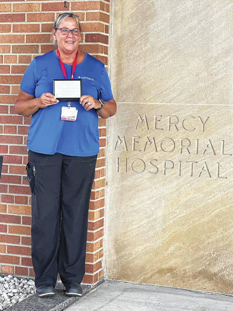 The iLead Champaign County Young Professionals had the honor of presenting Cheryl Wears RN, BSN, and EMT-p of Mercy Health Urbana Hospital with a 2021 Health Care Hero of Champaign County award.