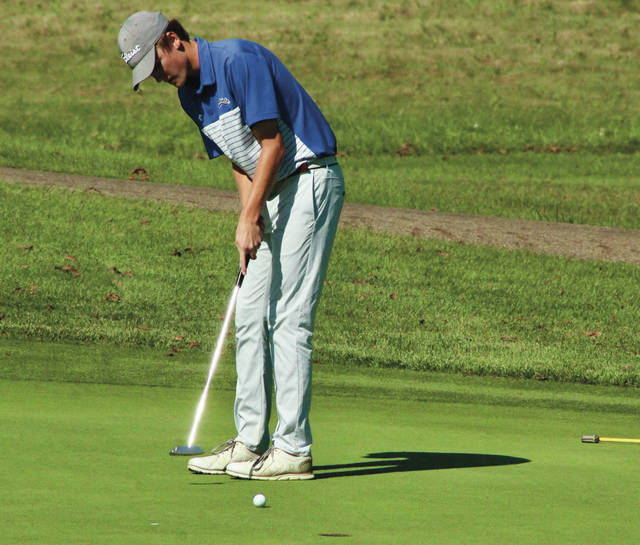 Olentangy Liberty's Grant Smeltzer putts on the 18th green during the Division I district tournament Tuesday afternoon at Apple Valley.