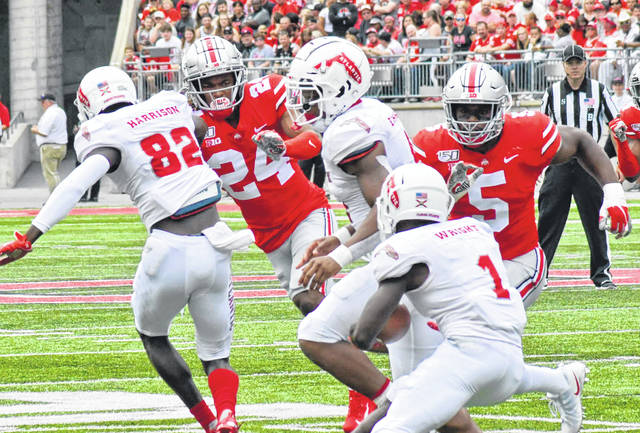 Shaun Wade (24) swarms to the ball carrier during Ohio State's season opener on Aug. 31, 2019.