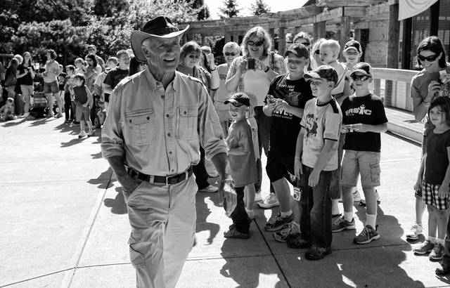 Jack Hanna walks through the Columbus Zoo and Aquarium during a past event held at the Powell attraction.