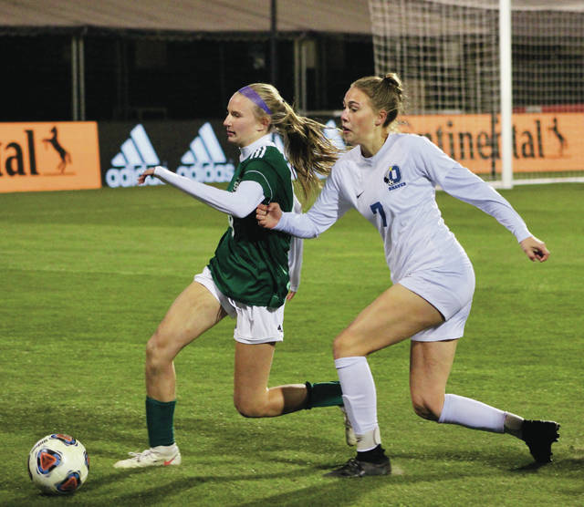 Olentangy's Lexi White, right, and Strongsville's Macy Felton battle for possession during the first half of Friday's Division I state championship in Columbus.