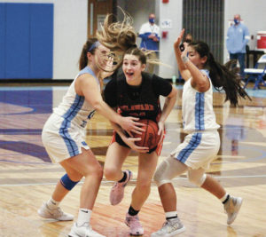 Pacers pull away from Bears, 55-44