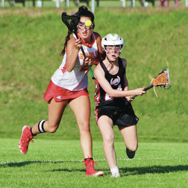 Big Walnut's Gabrielle Roberto, left, and Delaware Hayes' Kasey Wells battle for possession during the first half of Tuesday's showdown in Sunbury.