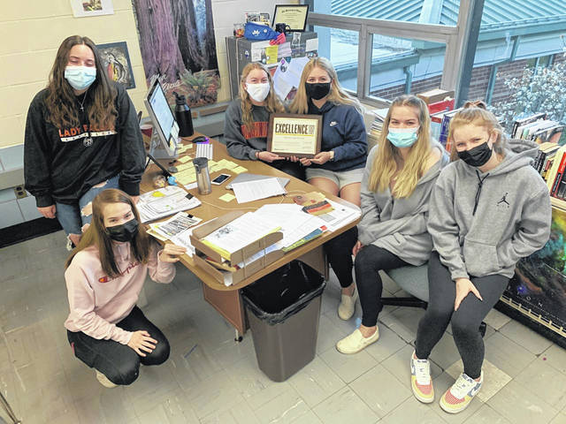 DelHi staff members in Cohort A hold their Gallery of Excellence Award from Walsworth Yearbooks. From left to right: Alana Barry, Anna Fenton, Lauren English, Madelyn Kaasa, Madilyn Frye and Ally Sparks.