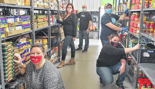 Sheetz employees recently did some volunteer work at a food pantry.