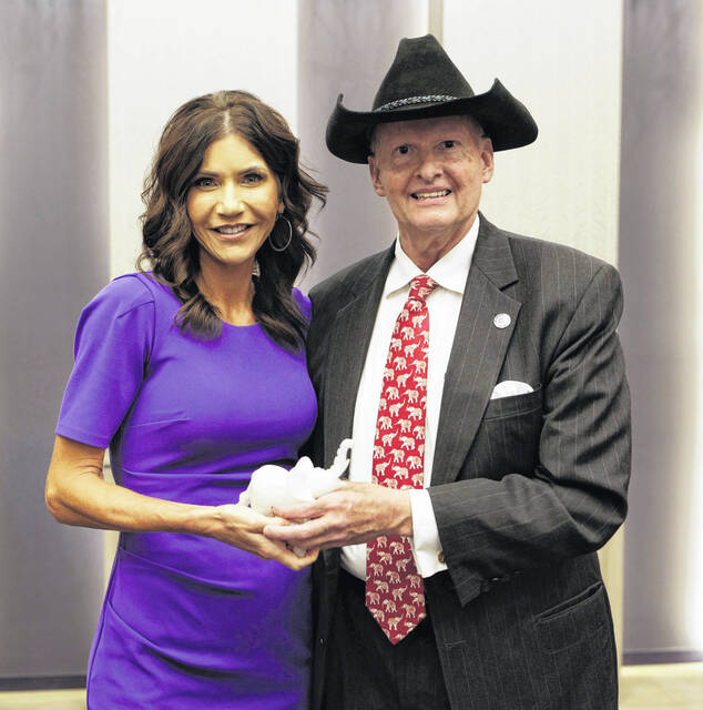 South Dakota Gov. Kristi Noem (R) poses for a photo with Ohio Republican Party State Central Committee member Jack Etheridge.