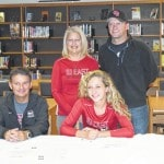 Hubbard set to join IUE tennis program after signing letter of intent