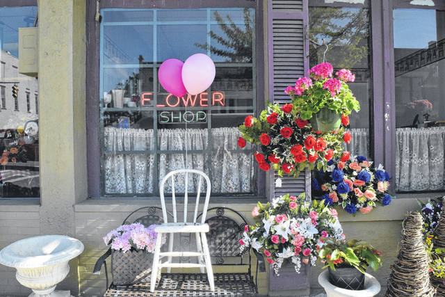 On Saturday, 1808 Cafe, Boutique on Main, The Duchess & the Greyhound, Your Flower Shop, Just Teasin', Prodigy Salon & Spa, and FIW came together to host this special event. All were invited to stop downtown, visit all of the participating businesses, and enter for a chance to win a gift basket for their mother.