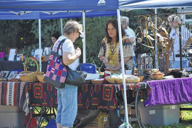 The 2017 festival featured numerous apple-themed products and contests for the entire family. Along with fun activities, vendor booths were also open all weekend, featuring crafts, food, and other goods.
