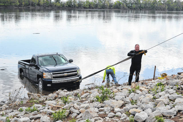 The Gallia Sheriff's Office and local towing companies pulled a Chevrolet pickup truck from the Ohio River, Sunday afternoon.