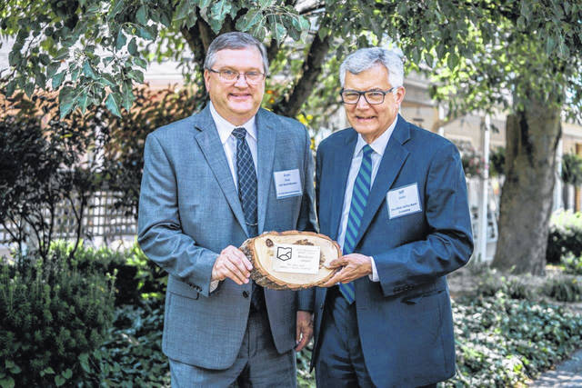 Ohio Valley Bank's Bryan Stepp and Jeff Smith with the AGC Benefactor Award.