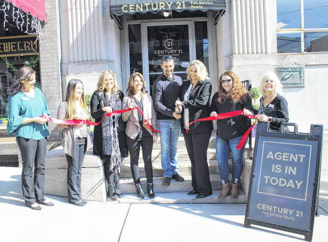 Century 21 representatives cut the ribbon on their new office in Pomeroy.